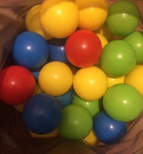 Шарики пластмассовые для домиков или бассейнов.
