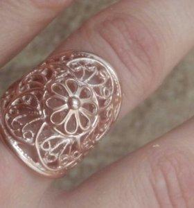 Cеребро в золоте кольцо и пирсинг