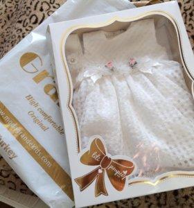 Новое платье на малышку + пинетки в подарок.