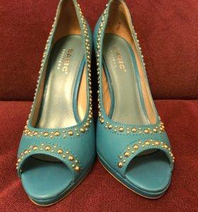Туфли голубые кожаные женские с открытым мысом