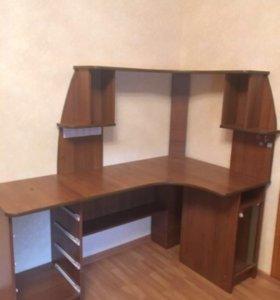 Продаётся  срочно компьютерный письменный стол