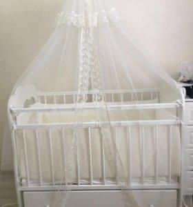 Детская кроватка и комплект в кроватку