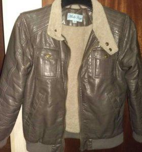 Куртка р.146, кожзам с искусственным мехом.