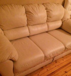 Коженный диван