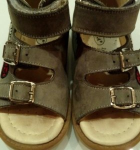 Ортопедические сандалии 25 р.