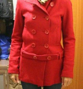 Женское демисезонное пальто красное Befree