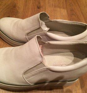 Белоснежные туфли слипоны