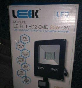 Светодиодный прожектор с датчиком движения 30 Вт