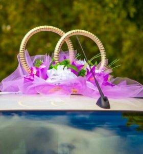 Украшение кольца на свадебную машину