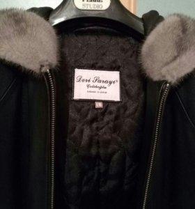 Продаю кожаное утепленное пальто.