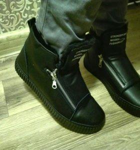 НОВЫЕ зимние ботинки,35