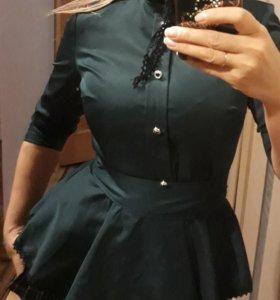 Блузка темно зеленая