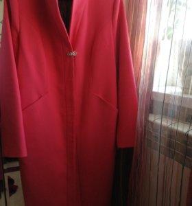 Пальто новое очень красивое 46 р.