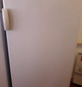 Продам золодильник атлант на запчасти