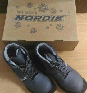 Лыжные ботинки. Размер 36.