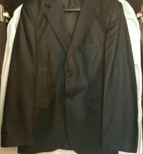 Школьный костюм + 2 рубашки