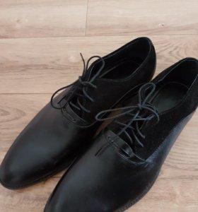 Мужские туфли кожаные новые 40размер.