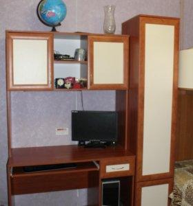 стол компьютерный с полкой и шкафами