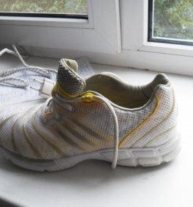 Кроссовки новые оригинальные adidas
