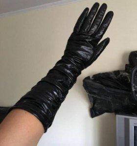 Перчатки кожаные лаковые до локтя