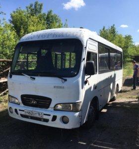 Три автобуса Хендай каунти