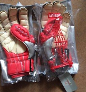 Профессиональные вратарские перчатки Uhlsport