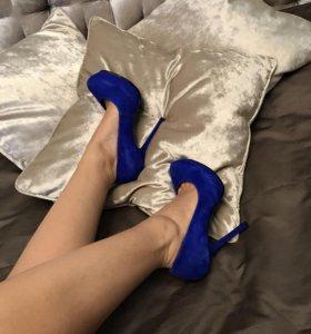 Яркие стильные туфли