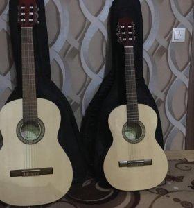 Гитара с чехлом и подножкой
