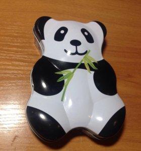 Металическая коробочка панда