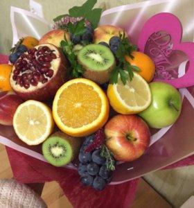 Фруктовые и ягодные букеты