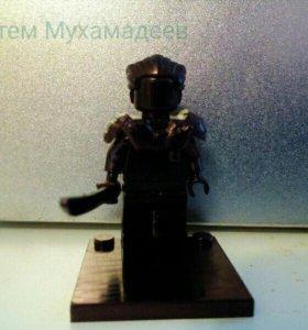 Блестящая чёрная фигурка Lego