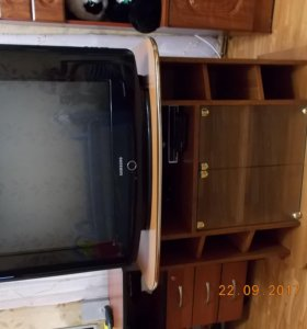 Телевизор + тумбочка