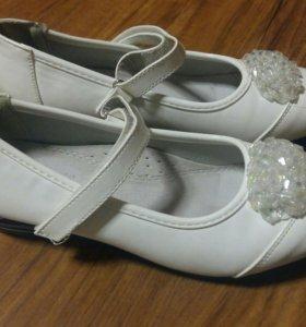 Белые туфли на девочку