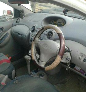 Toyota platz 2001г.