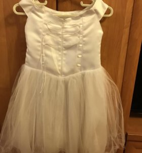 Платье на Новый год надо немного отпарить!