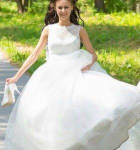Свадебное платье и фата.