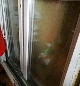 Оконная рама с окном, стеклопакет в деревянной рам