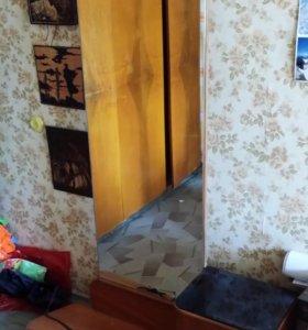 Зеркало напольное с тумбой-ящичком