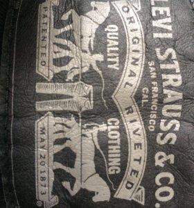 Джинсы Levi Strauss & Co.