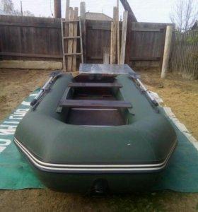Продам лодку ПВХ 320