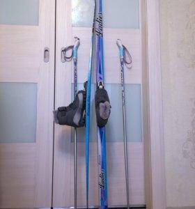 Лыжный комплект. Лыжи ботинки 33-34 палки