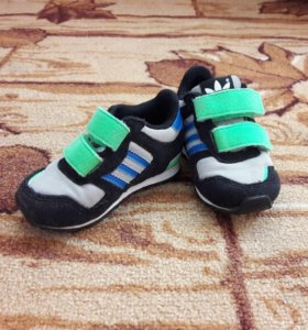 Детские кроссовки - adidas