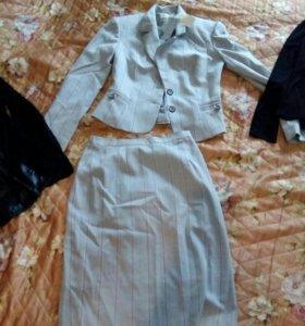 Новый костюм с юбкой