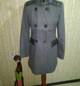 Пальто осенне-весенние 42-44
