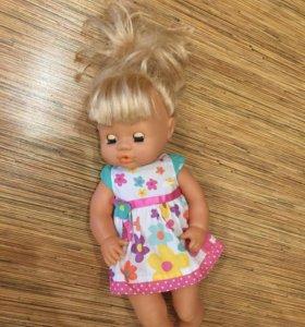 Говорящая кукла, пьёт, ходит в туалет