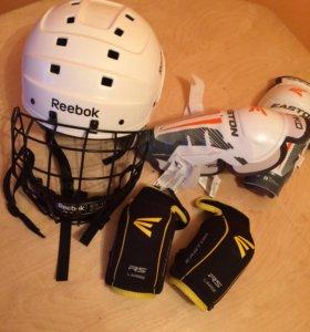 Хоккейный шлем и защита