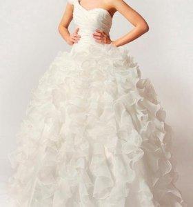 Воздушное и легкое свадебное платье