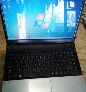 Ноутбук Samsung NP300E4A
