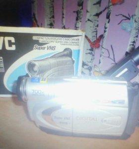 Видеокамера JVC, аналоговая(минивидеокассета)
