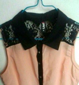 Персиковая блуза с кружевом